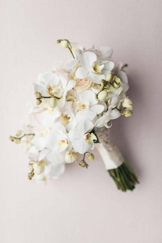 Orquídea branca no arranjo moderno