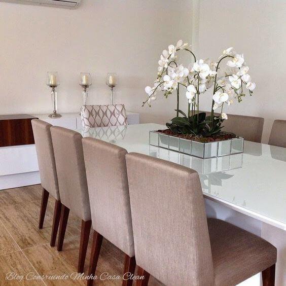 Orquídea branca como centro de mesa de jantar