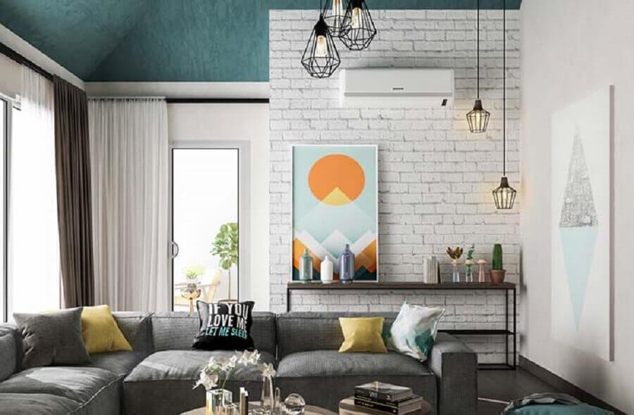 papel de parede tijolinho branco para sala decorada com sofá cinza de canto Foto Apartment Therapy