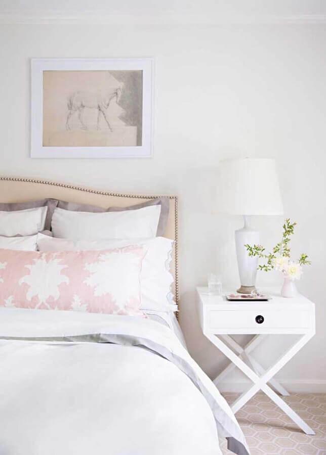 parede branca para quarto decorado com cabeceira estofada Foto Houzz