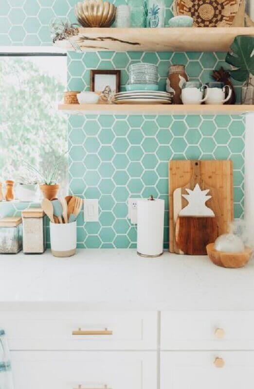 parede com revestimento hexagonal para decoração de cozinha simples  Foto Fireclay Tile