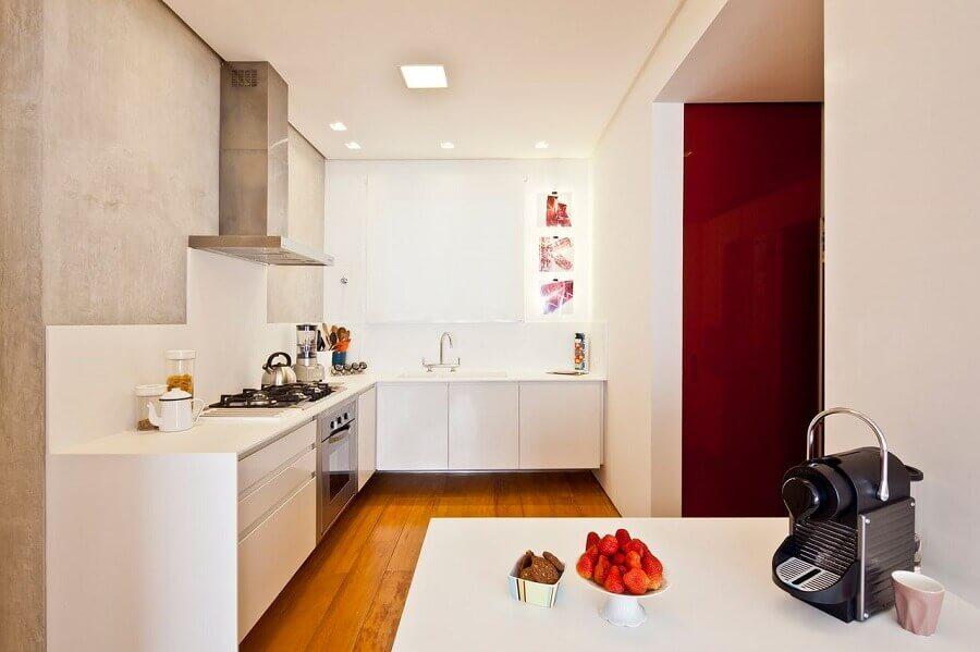 parede de cimento queimado para decoração de cozinha sob medida de canto branca Foto A.M Studio Arquitetura