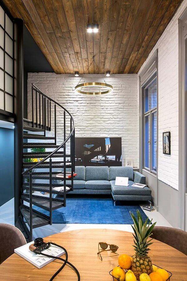 parede de tijolinho a vista branco para sala decorada com sofá com chaise azul Foto Archilovers