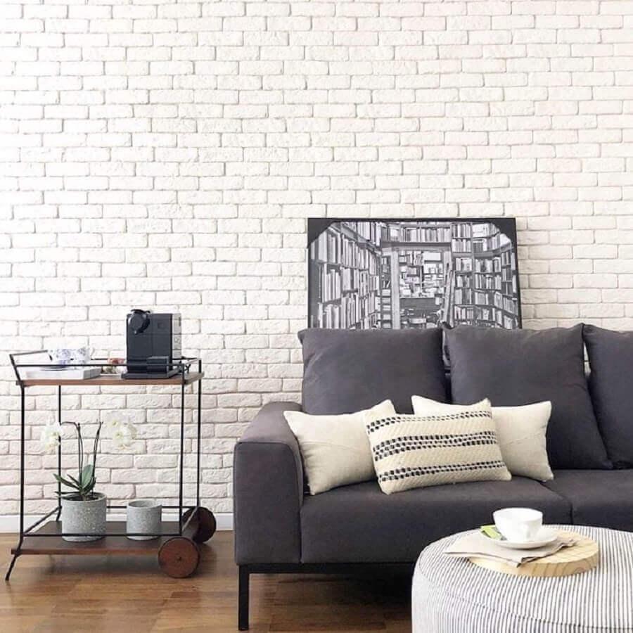 parede de tijolinho branco para sala decorada com sofá cinza Foto Apto41