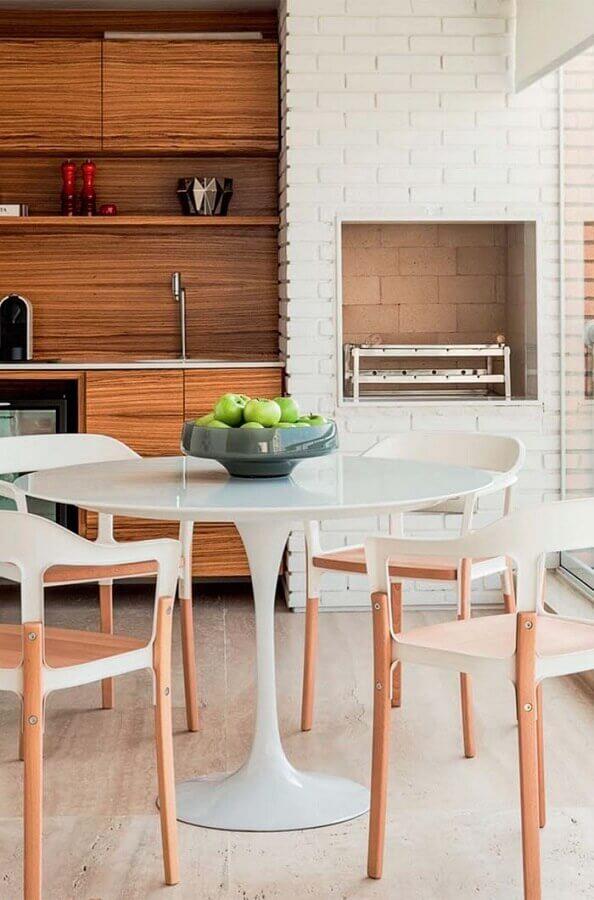 parede de tijolinho branco para varanda gourmet com churrasqueira Foto Archilovers