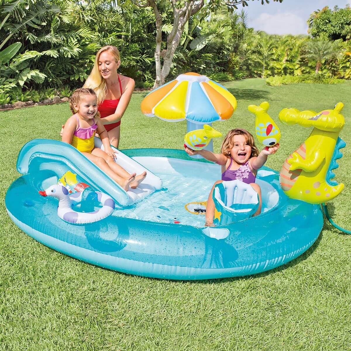 Piscina inflável infantil com escorregador