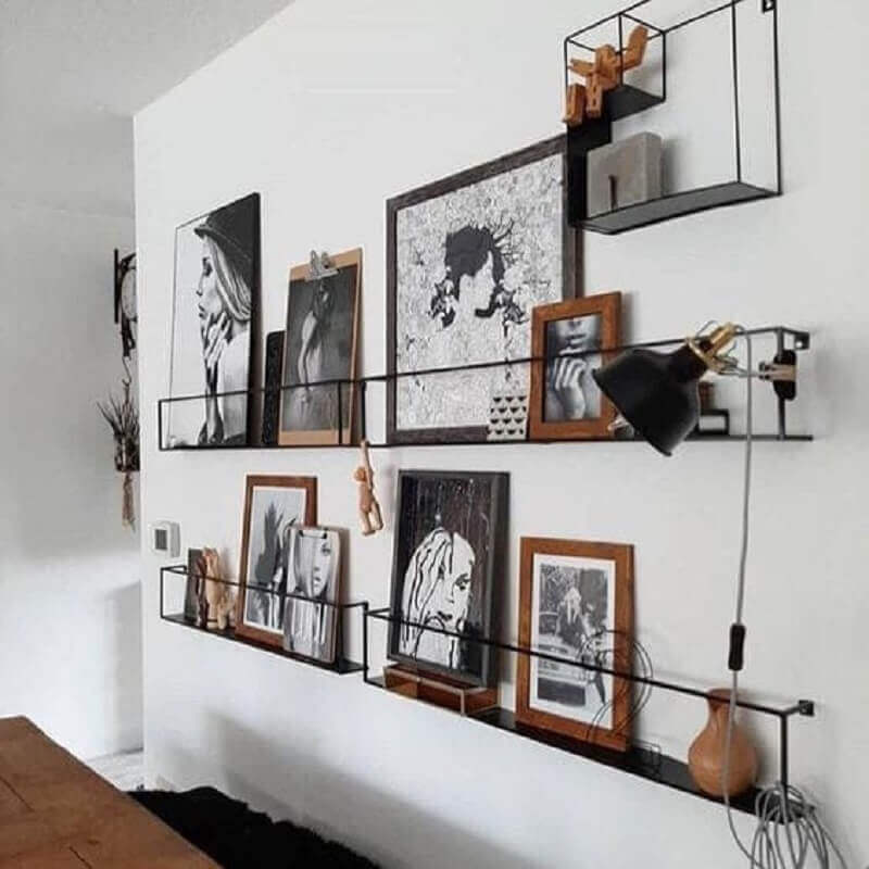 prateleira fina para quadros com estilo industrial Foto Casa de Valentina