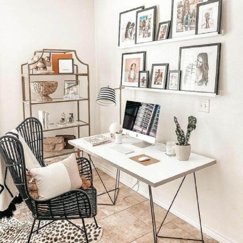 prateleira para quadros para decoração de home office minimalista Foto Jeito de Casa