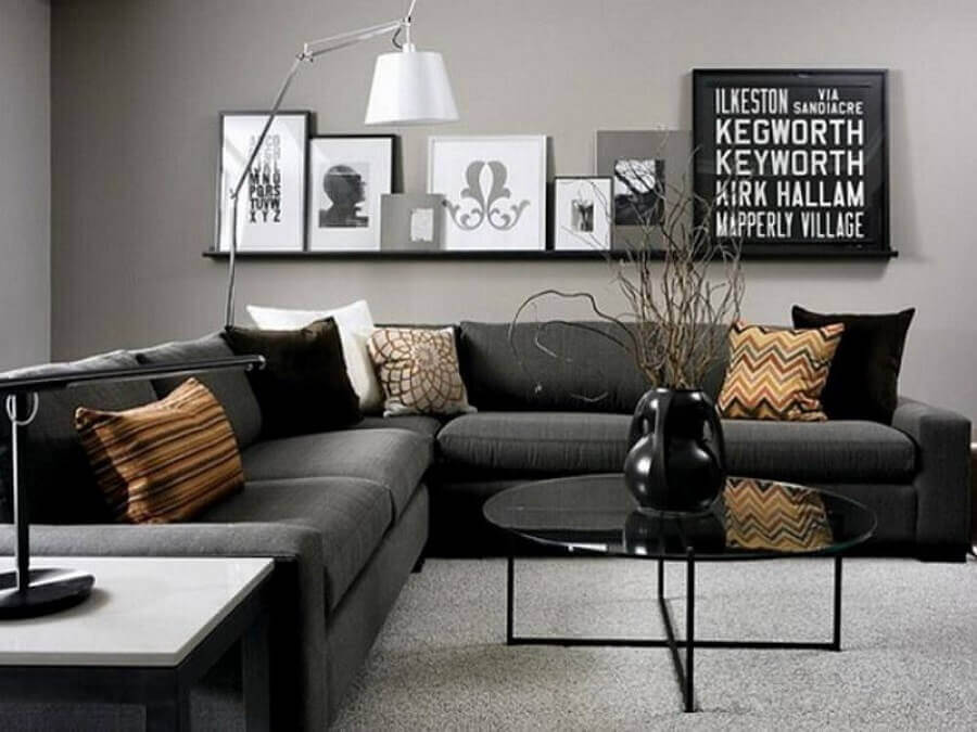 prateleira para quadros sala cinza decorada com sofá de canto Foto Home Fashion Trend