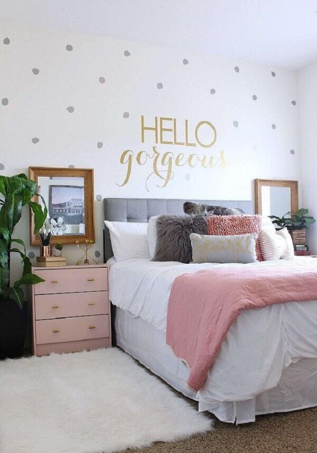 quarto candy colors decorado com papel de parede de bolinhas Foto Home Fashion Trend