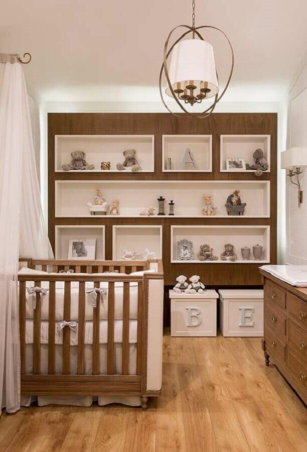 quarto de bebê sob medida com nichos embutidos e móveis de madeira Foto Pinterest