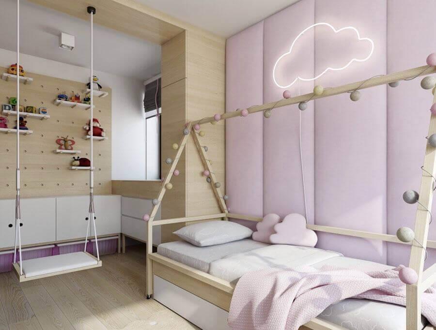 quarto infantil planejado simples com luminária nuvem em parede estofada lilás Foto Eu Decoro