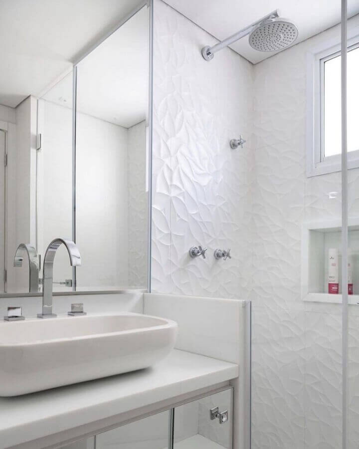 revestimento de parede branca 3d para decoração de banheiro Foto Karen Piscane