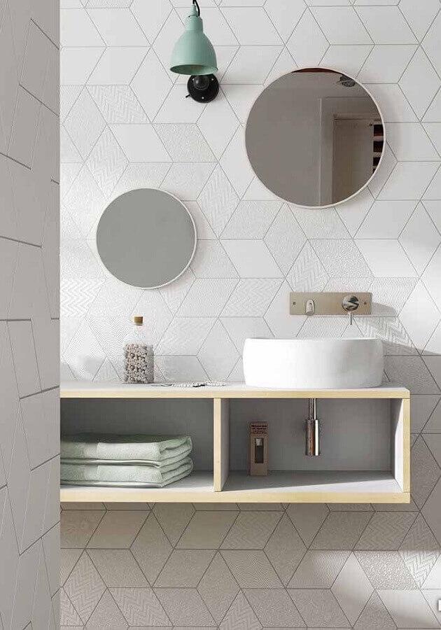 revestimento de parede branco para decoração de banheiro moderno Foto Pinterest