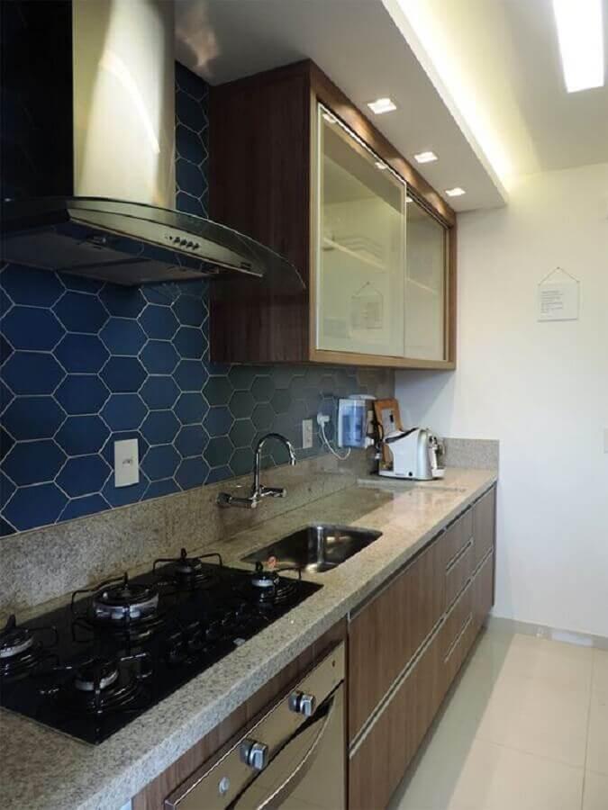 revestimento hexagonal azul marinho para cozinha planejada  Foto Casinha Arrumada