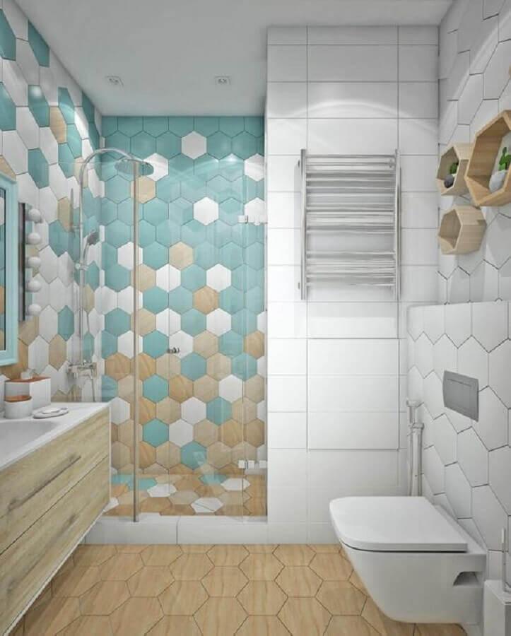 revestimento hexagonal banheiro planejado colorido  Foto Pinterest