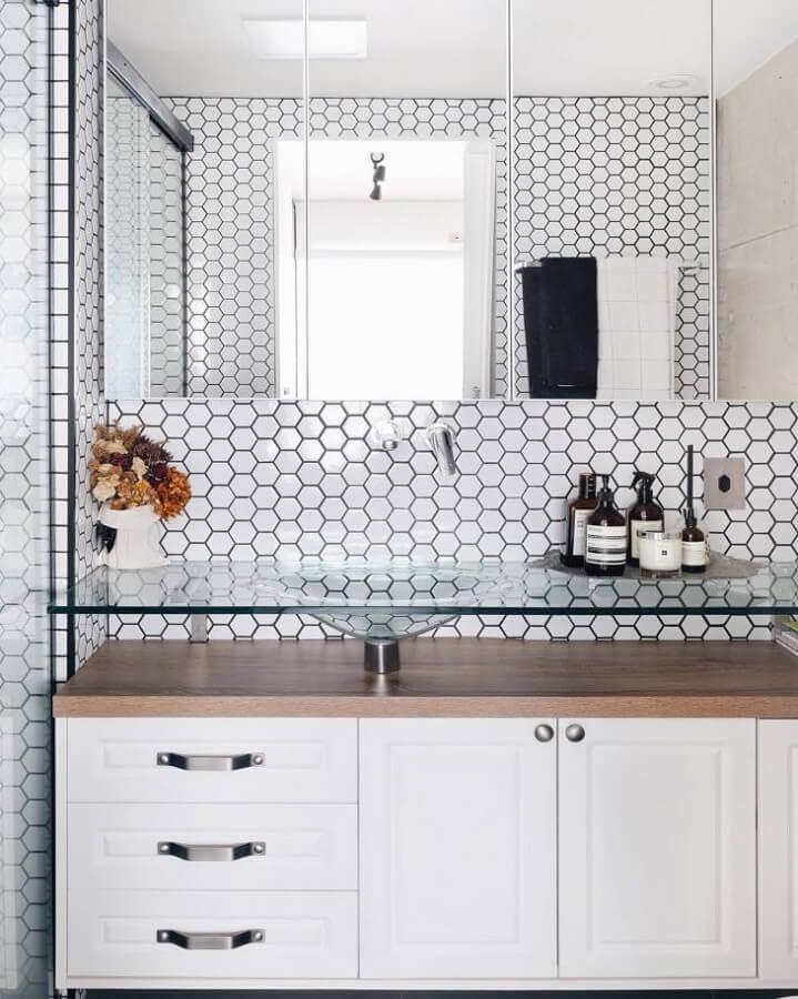 revestimento hexagonal branco para decoração de banheiro  Foto Apartamento 203