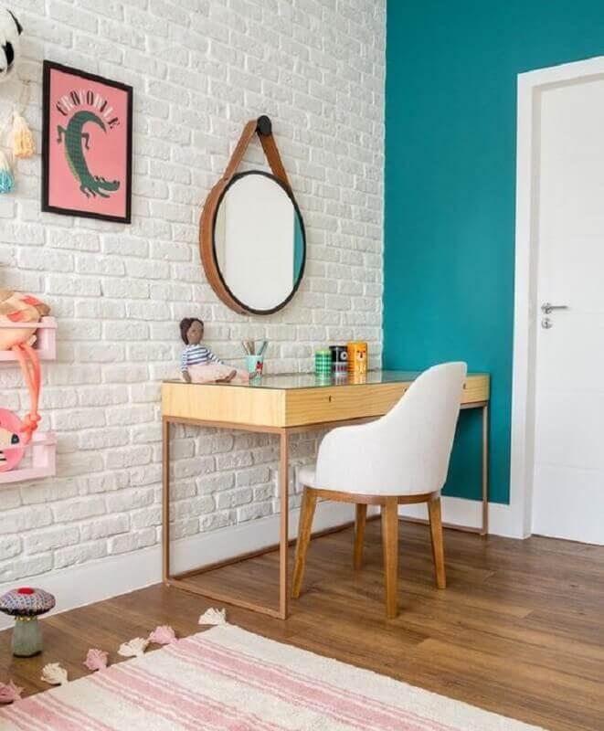revestimento tijolinho branco para quarto decorado com penteadeira de madeira Foto Casa de Valentina