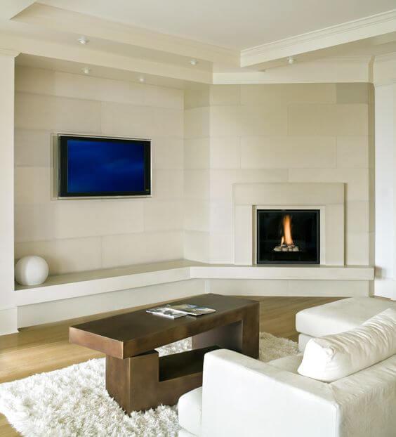 Sala moderna e bem decoração com lareira