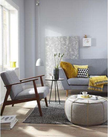 Sala de estar com mesa pé palito