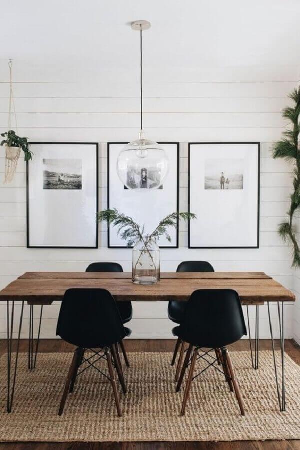 sala de jantar decorada com pendente de vidro para mesa estilo industrial Foto J. Kurtz Design