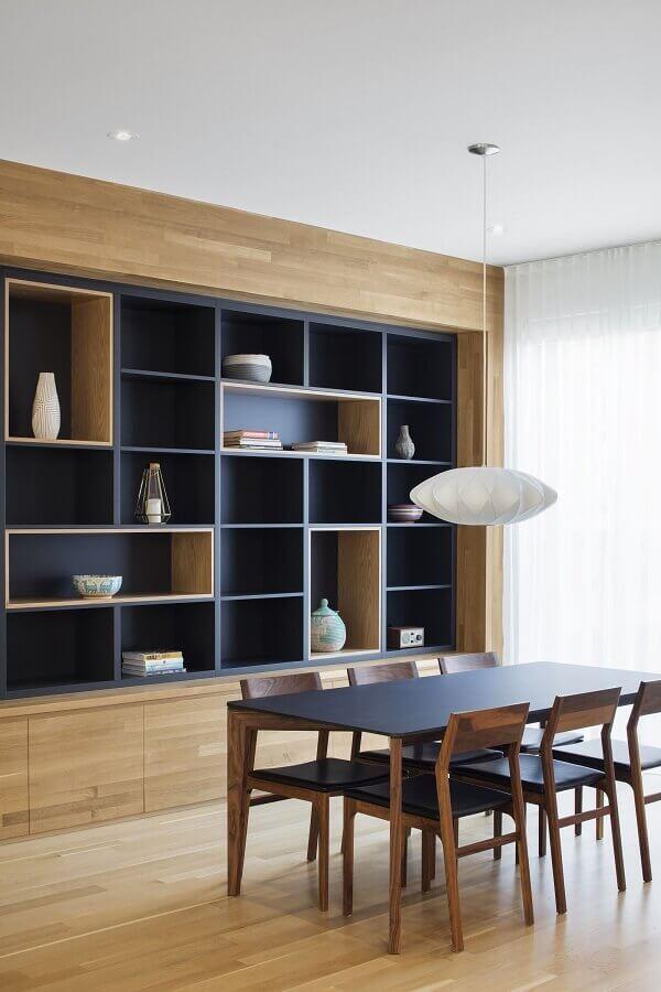 sala de jantar moderna decorada com estante de nichos planejada Foto ArchDaily