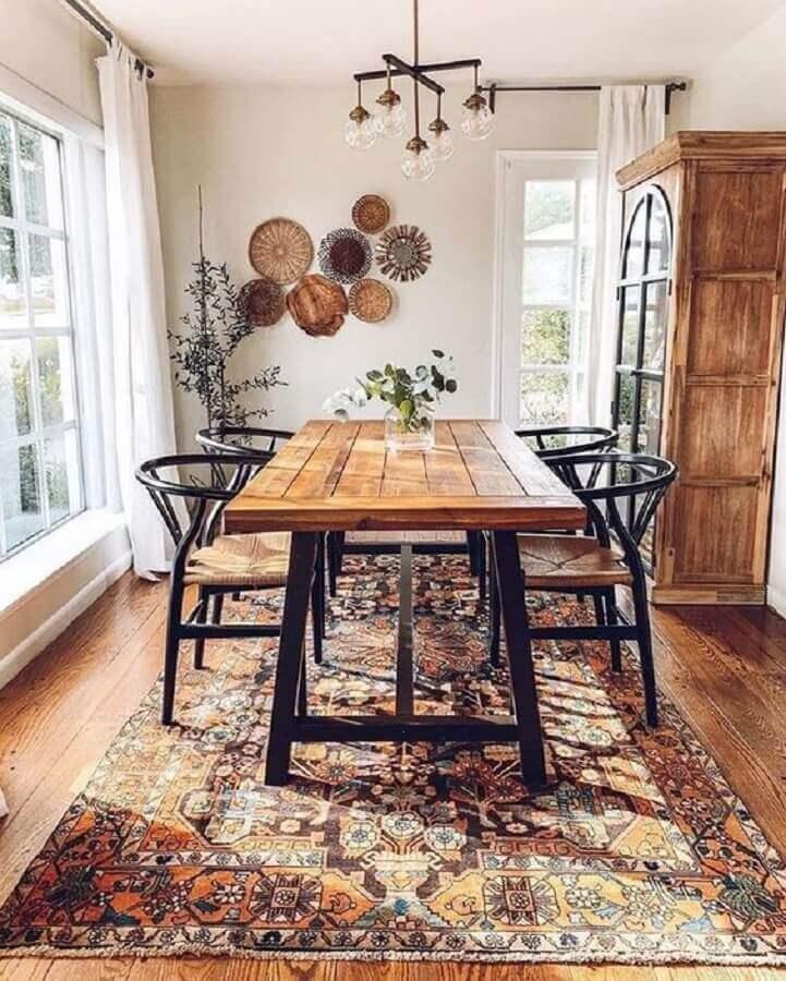 sala de jantar rústica decorada com mesa industrial Foto We Heart It
