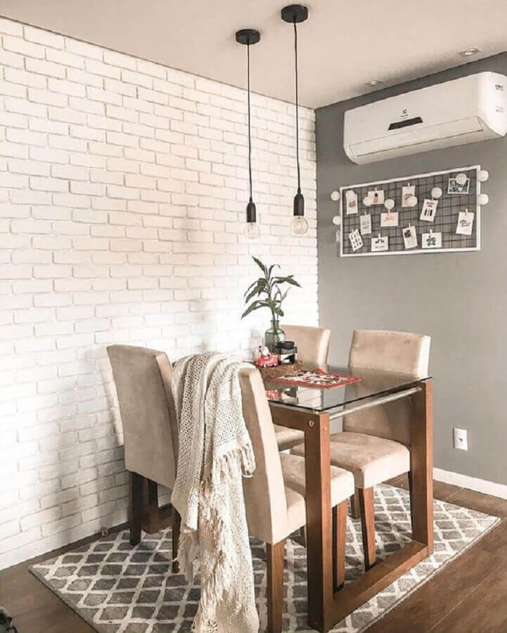sala de jantar simples decorada com papel de parede tijolinho branco Foto Pinterest