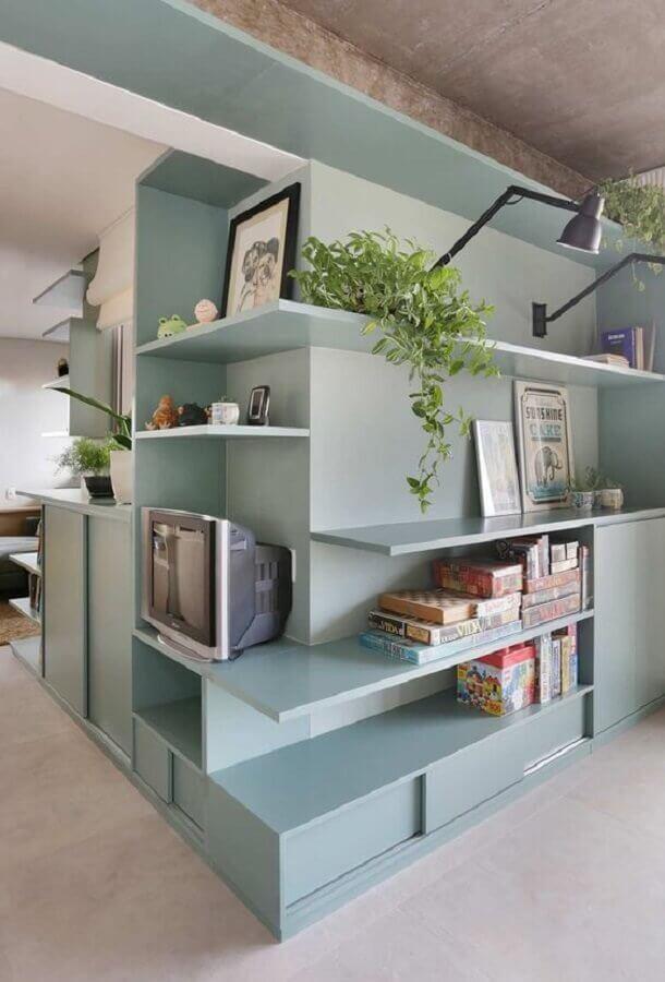 sala planejada com estante azul candy colors Foto Casa de Valentina