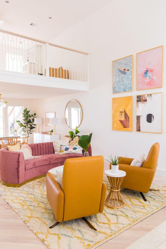 Sala retrô rosa e amarelo