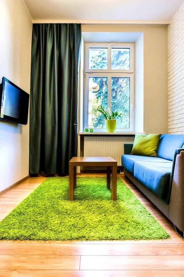 sala simples com TV na parede decoração Foto Jeito de Casa