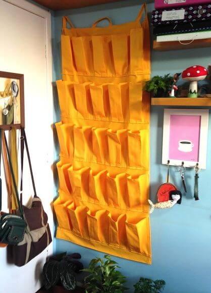 Sapateira de porta amarela