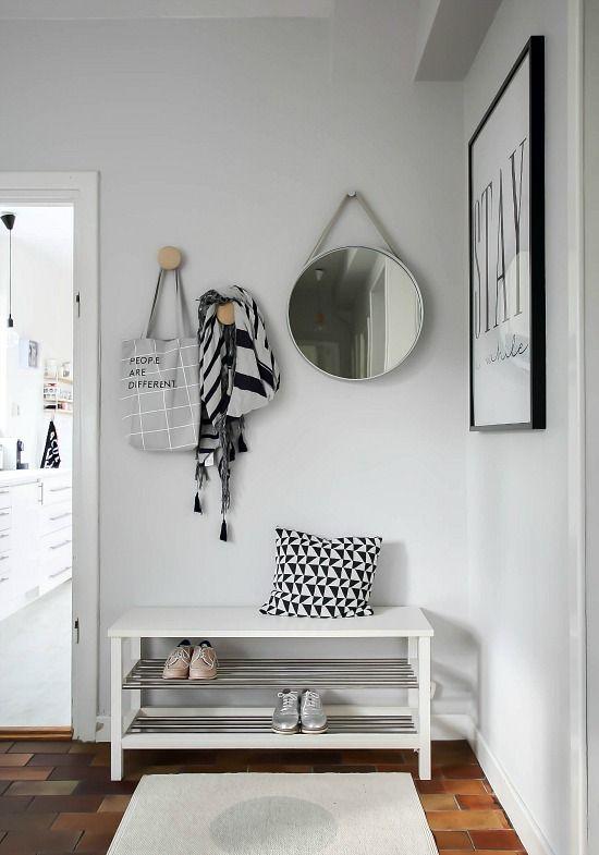 Sapateira de porta de entrada branca