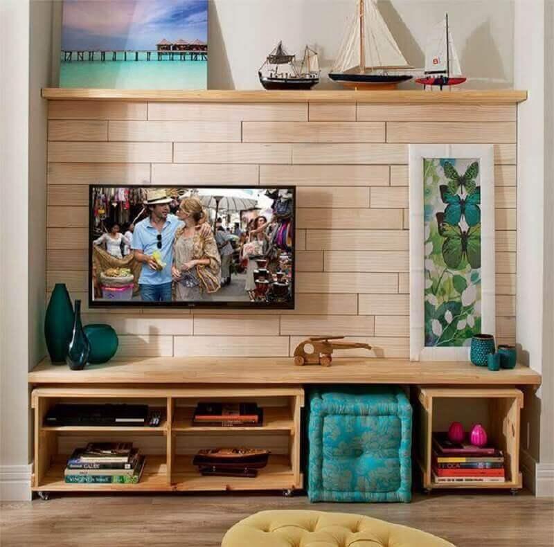 tv na parede de sala pequena e simples Foto Pinterest