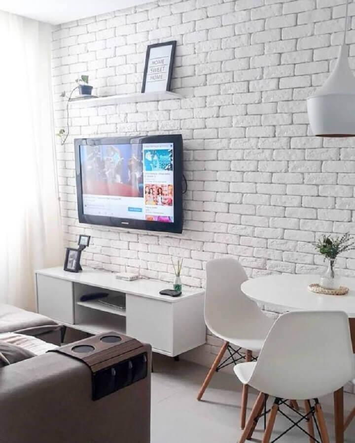 tv na parede de tijolinho de sala branca pequena Foto We Heart It