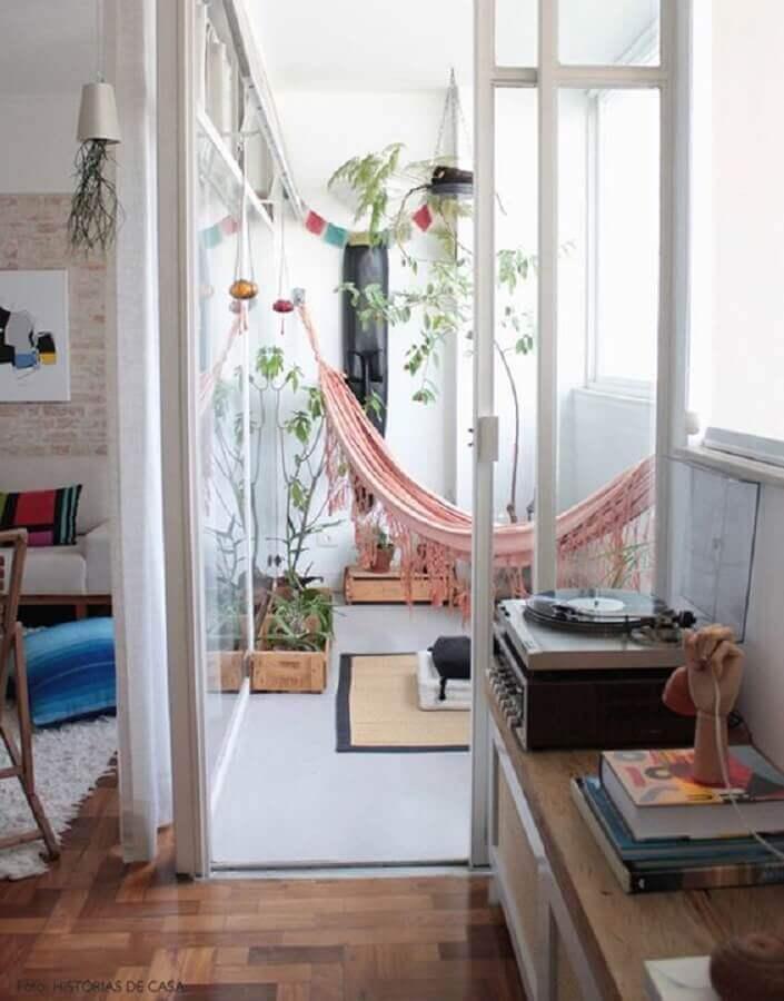 varanda pequena decorada com rede de descanso solteiro Foto Follow the Colours