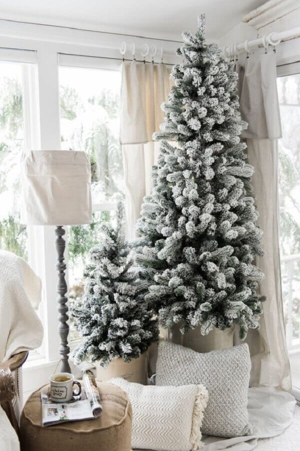 big Christmas tree with snow imitation Photo Apartment Therapy