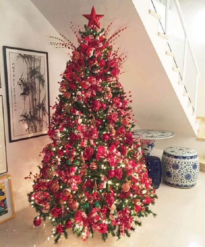 big Christmas tree decorated with red ornaments Photo Pinterest