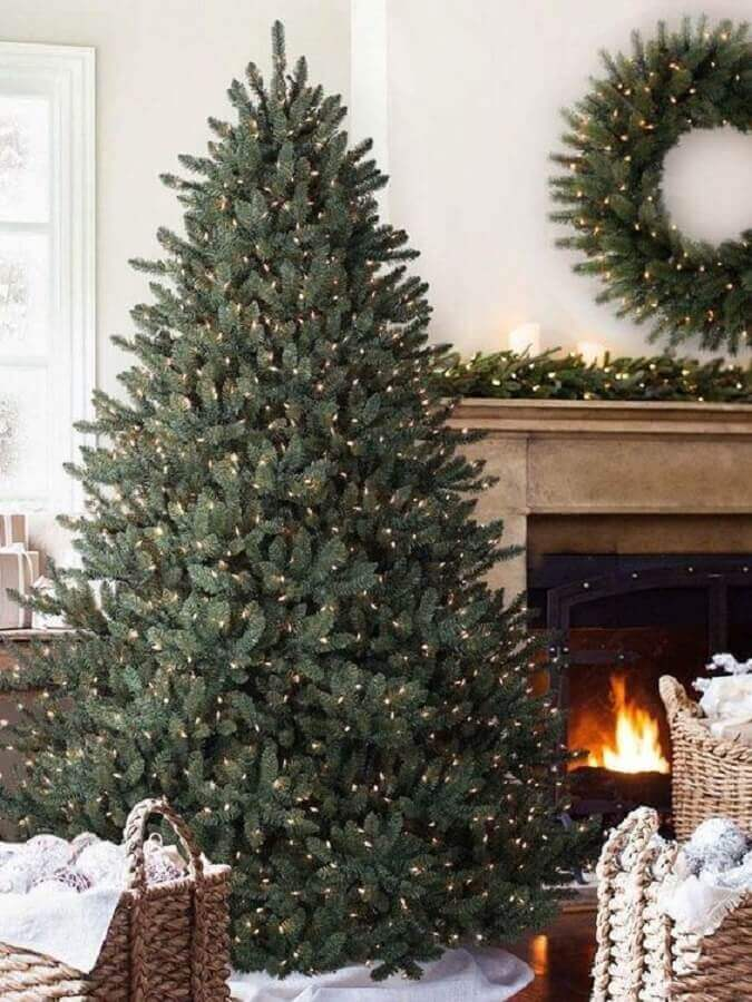 big christmas tree decorated only with blinkers Photo Home Fashion Trend