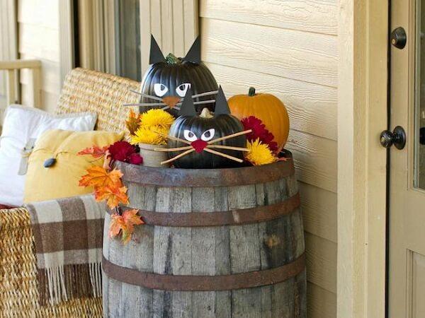 Black halloween pumpkin turns into cats