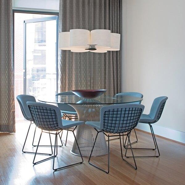 A cadeira Bertoia tem formato de cesta