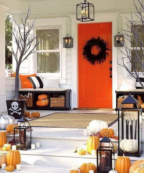 The house entrance can be decorated with black or orange halloween pumpkin