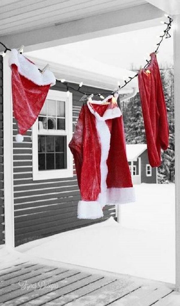 Santa's hanging clothes are part of the Christmas garden decoration