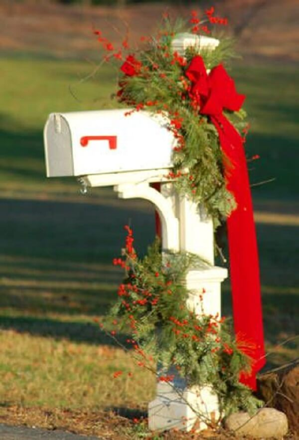 Even the post office box has won a special Christmas garden decoration