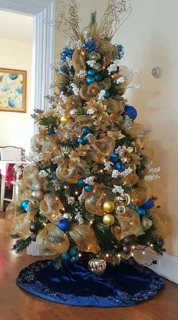 Place a cloth to hide the feet of the blue and gold Christmas tree