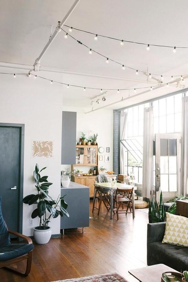 Cordão de luz usado na decoração industrial