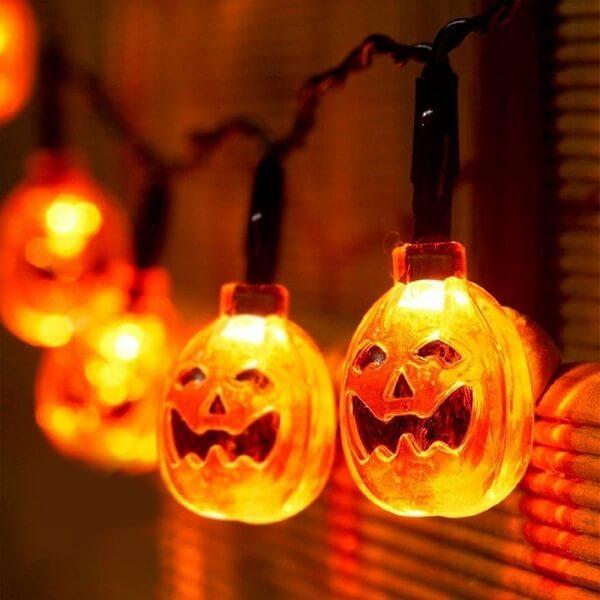 Halloween pumpkin-shaped cords of lights