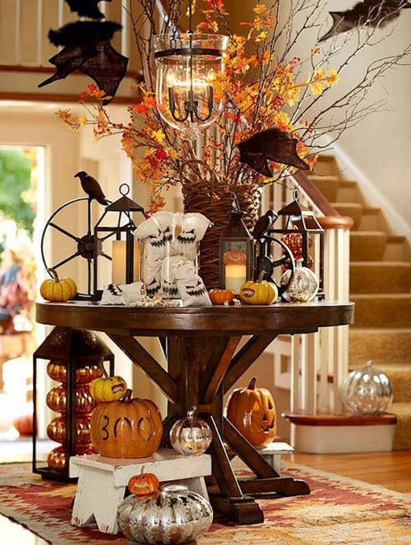 Crows, ceramic halloween pumpkins and ghosts decorate the table