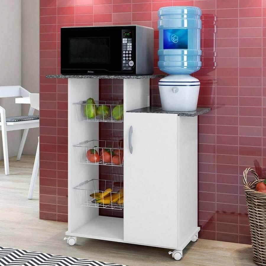 Cozinha vermelha decorada com fruteira de chão para microondas Foto Pinterest