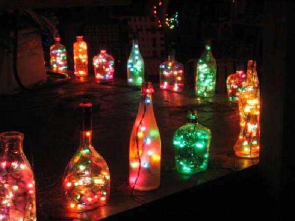 Create a light path with bottles and flashes for outdoor garden decoration